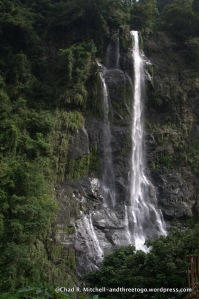 A picture of the whole waterfall